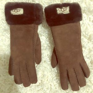 UGG Shearling Gloves in dark chocolate